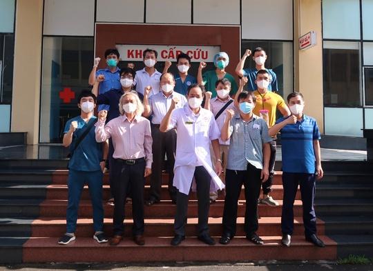 TP HCM: Nhiều y - bác sĩ chi viện khẩn cấp cho trung tâm tâm thần có 240 ca dương tính - Ảnh 1.