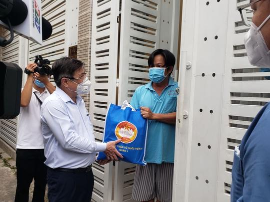 Chủ tịch UBND TP HCM Nguyễn Thành Phong thị sát những vùng xanh  - Ảnh 2.