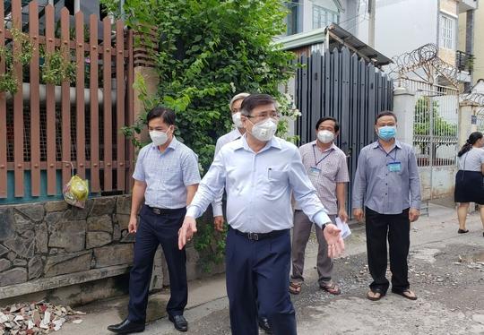 Chủ tịch UBND TP HCM Nguyễn Thành Phong thị sát những vùng xanh  - Ảnh 4.