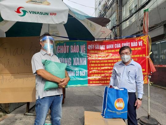 Chủ tịch UBND TP HCM Nguyễn Thành Phong thị sát những vùng xanh  - Ảnh 1.