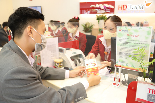 Thu nhập dịch vụ tăng mạnh, HDBank hoàn thành 58% kế hoạch năm - Ảnh 1.