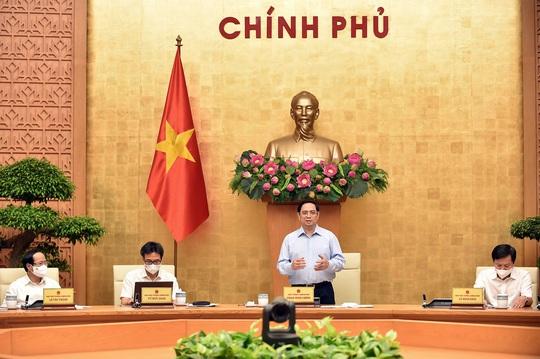 Thủ tướng: Thay đổi chính sách ưu tiên về vắc-xin, ưu tiên cho TP HCM - Ảnh 2.