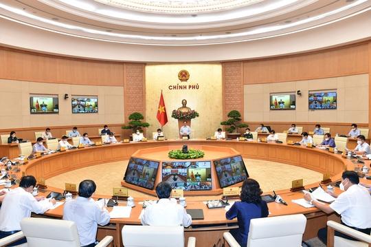 Thủ tướng: Thay đổi chính sách ưu tiên về vắc-xin, ưu tiên cho TP HCM - Ảnh 1.
