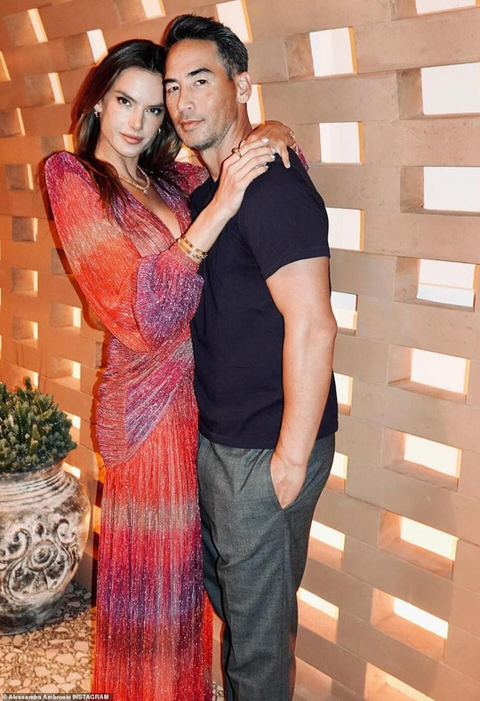 Siêu mẫu Alessandra Ambrosio khoe vẻ đẹp rạng ngời - Ảnh 7.