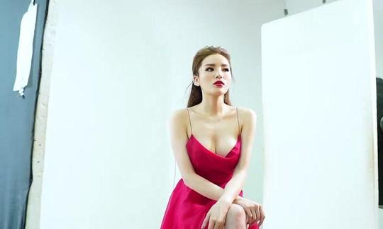 Hoa hậu Kỳ Duyên lại bị chê vì ăn mặc phóng khoáng - Ảnh 8.