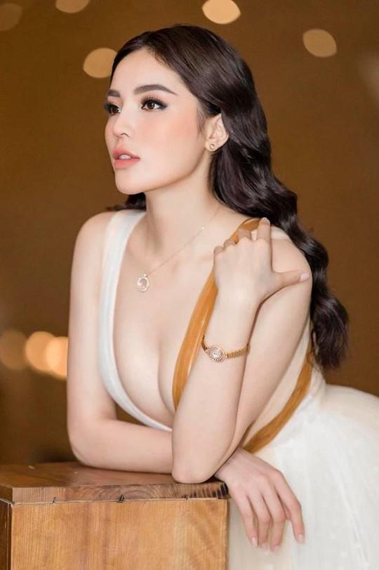 Hoa hậu Kỳ Duyên lại bị chê vì ăn mặc phóng khoáng - Ảnh 6.