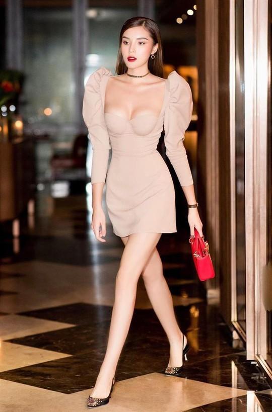 Hoa hậu Kỳ Duyên lại bị chê vì ăn mặc phóng khoáng - Ảnh 5.