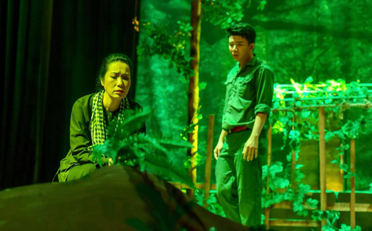 NSƯT Trịnh Kim Chi vận động quà cứu trợ 178 công nhân sân khấu TP HCM - Ảnh 2.