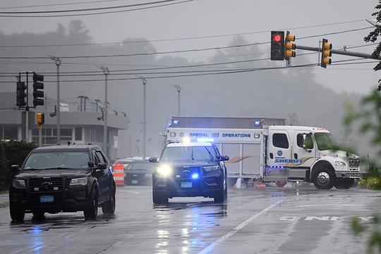 Cảnh sát Mỹ đối đầu xuyên đêm với nhóm vũ trang trước thềm quốc khánh - Ảnh 3.
