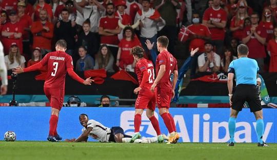 Được hưởng phạt đền, tuyển Anh vào chung kết Euro 2020 - Ảnh 7.