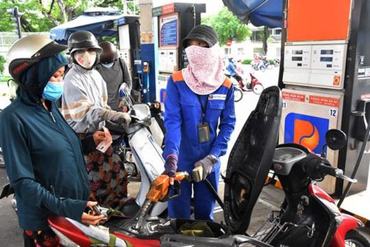 Giá xăng giữ nguyên, giá dầu giảm nhẹ - Ảnh 1.