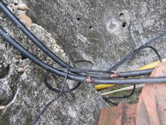 Điện lực Quảng Ngãi: Xử lý vụ trộm cắp điện hơn 45 triệu đồng - Ảnh 1.