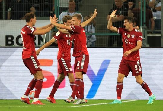 Siêu sao Lewandowski nổ súng, Bayern Munich thoát thua trận ra quân Bundesliga - Ảnh 4.
