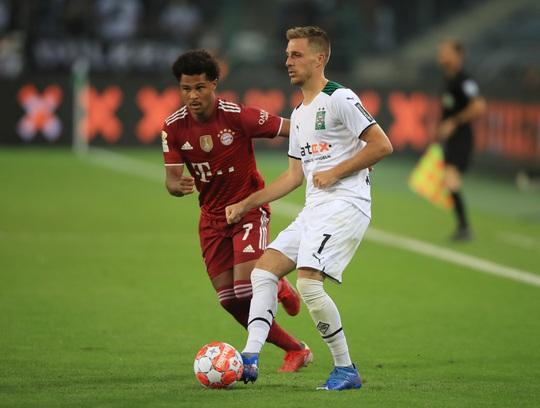 Siêu sao Lewandowski nổ súng, Bayern Munich thoát thua trận ra quân Bundesliga - Ảnh 1.