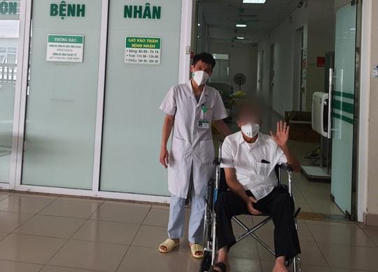 Bệnh nhân Covid-19 thở máy hơn 2 tháng, lọc máu 15 lần được xuất viện - Ảnh 1.