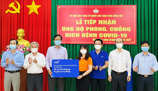 VIB tặng 6 xe cứu thương cho công tác phòng chống dịch tỉnh Đồng Nai - Ảnh 1.