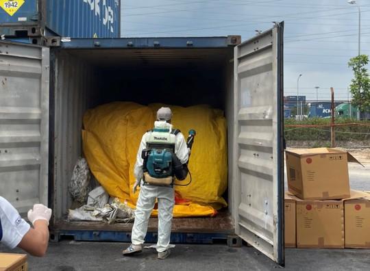 Khởi tố vụ buôn lậu gỗ giáng hương từ Ấn Độ về cảng Đình Vũ - Ảnh 1.