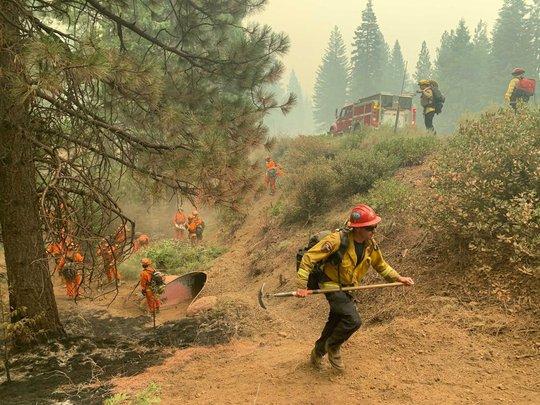 Mưa như trút nước ở Nhật, sấm sét, cháy rừng ở Mỹ - Ảnh 2.