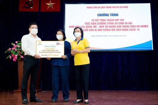 Tập đoàn Hưng Thịnh tiếp tục góp 10 tỉ đồng hỗ trợ triệu suất ăn cho người nghèo - Ảnh 1.