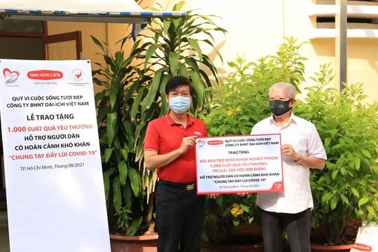 Dai-ichi Life trao tặng 1.000 suất quà cho người dân có hoàn cảnh khó khăn tại TP HCM - Ảnh 1.