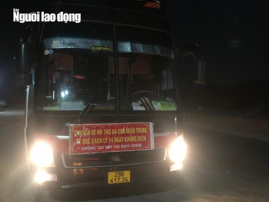 Quảng Bình bắt quả tang xe khách lén chở 36 người từ phía Nam về quê - Ảnh 1.