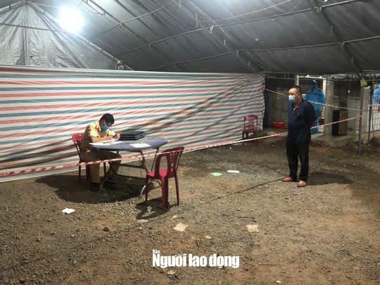 Quảng Bình bắt quả tang xe khách lén chở 36 người từ phía Nam về quê - Ảnh 2.