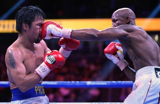 Manny Pacquiao thất bại trong trận tranh đai vô địch WBA hạng bán trung - Ảnh 2.