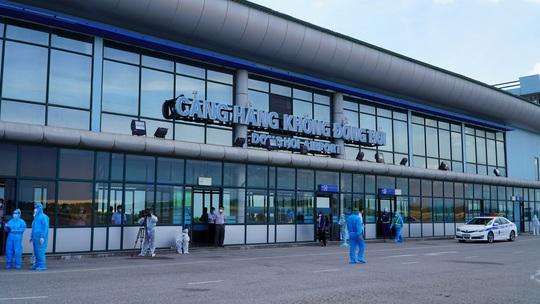 Hai chuyến bay chở gần 400 bà bầu, trẻ em từ TP HCM về đến Quảng Bình - Ảnh 13.