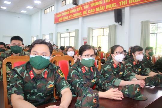 300 bác sĩ, học viên Bộ Quốc phòng tỏa khắp TP HCM làm nhiệm vụ - Ảnh 1.