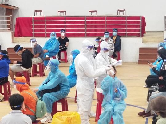 Thêm hơn 700 người dân Phú Yên từ TP HCM được gấp rút đón về quê - Ảnh 2.