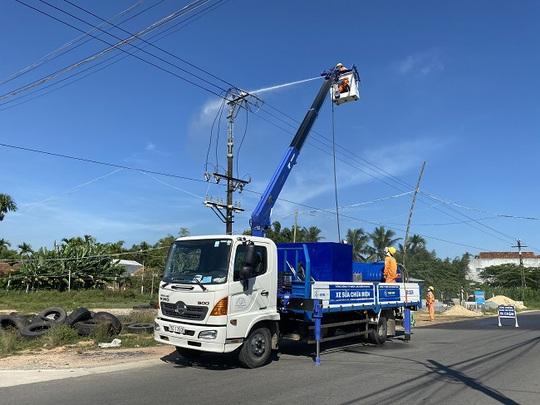 PC Quảng Ngãi: Đẩy mạnh các biện pháp ngăn ngừa và khắc phục sự cố lưới điện - Ảnh 1.