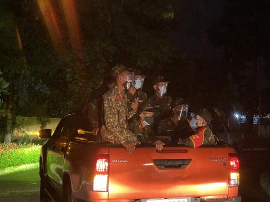 TP Thủ Đức: Lễ xuất quân dưới mưa của 932 chiến sĩ tham gia phòng chống Covid-19 - Ảnh 3.