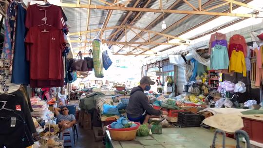 Bình Định tạm dừng hoạt động chợ hải sản cạnh ổ dịch trong Bệnh viện Đa khoa tỉnh - Ảnh 2.