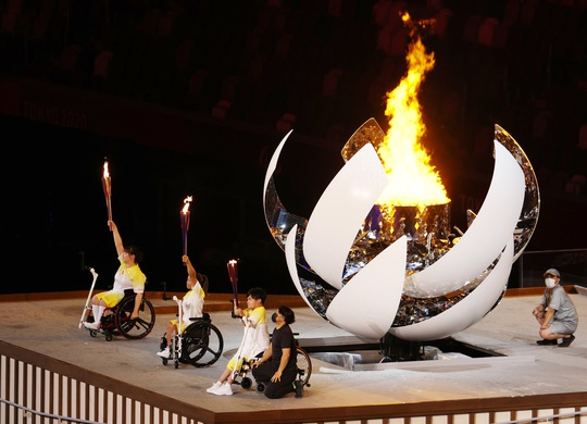 Khai mạc Paralympic Tokyo: Sắc màu của nhân văn và tình người - Ảnh 4.