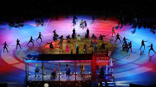 Khai mạc Paralympic Tokyo: Sắc màu của nhân văn và tình người - Ảnh 3.