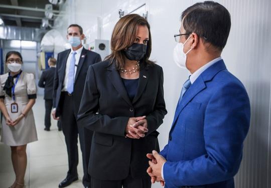 Vắc-xin Pfizer do Mỹ viện trợ Việt Nam đã về tới TP HCM - Ảnh 4.