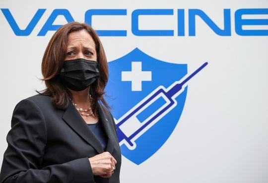 Vắc-xin Pfizer do Mỹ viện trợ Việt Nam đã về tới TP HCM - Ảnh 1.