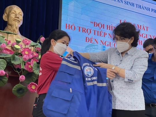 TP HCM ra mắt đội hình Shipper tình nguyện mang gói an sinh đến người dân - Ảnh 1.
