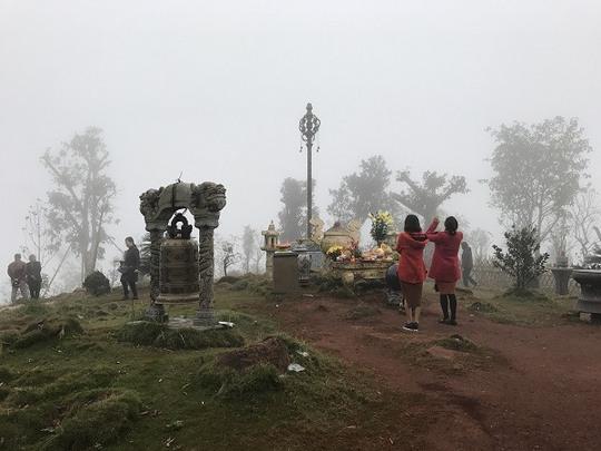 Khám phá những đỉnh núi thiêng tại Việt Nam - Ảnh 1.