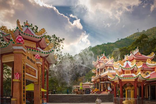 Khám phá những đỉnh núi thiêng tại Việt Nam - Ảnh 4.