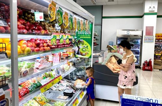 Giá thực phẩm tăng trong thời gian giãn cách xã hội ở nhiều địa phương - Ảnh 1.