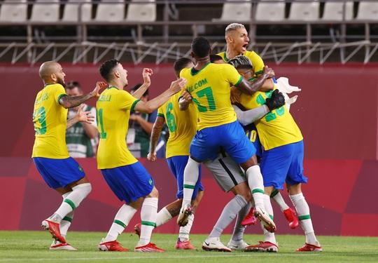 Tuyển Brazil thắng luân lưu, lọt vào chung kết Olympic Tokyo 2020 - Ảnh 10.