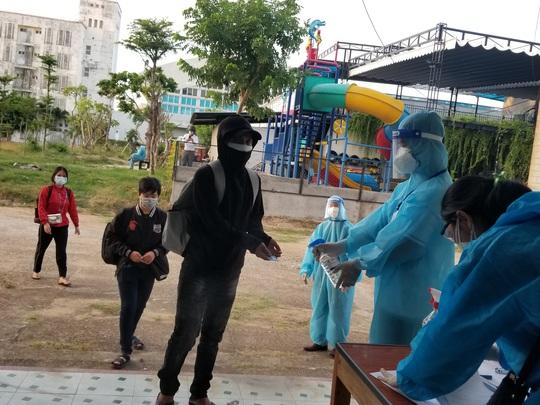 Phú Yên tiếp tục đón 600 công dân từ TP HCM về quê - Ảnh 1.