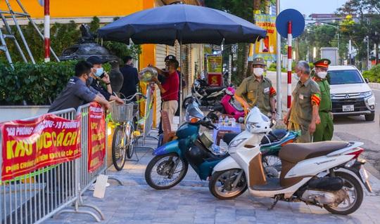 Hai nhân viên Vinmart trong khu đô thị ở Hà Nội dương tính SARS-CoV-2 - Ảnh 1.