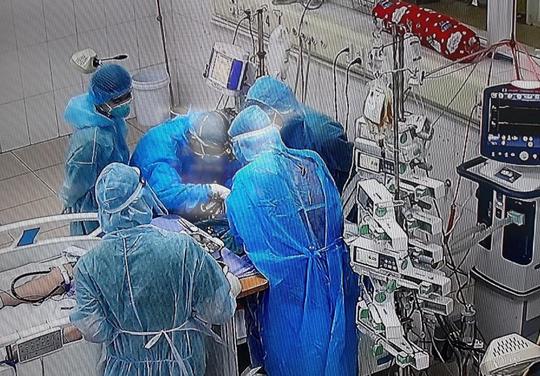 Hai nữ bệnh nhân mắc Covid-19 nguy kịch thoát ECMO ngoạn mục - Ảnh 1.