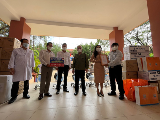 Quỹ Từ thiện Kim Oanh tiếp tục tặng 10 máy thở giúp tỉnh Bình Dương phòng chống dịch - Ảnh 1.