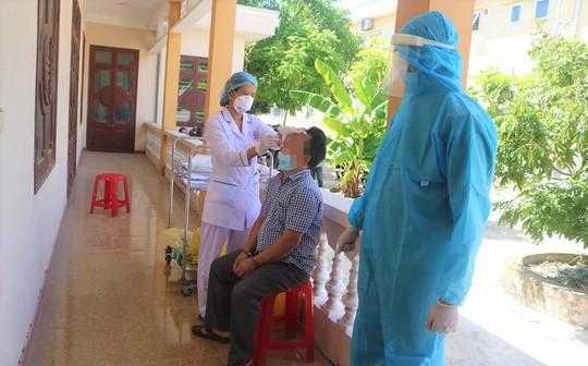 Lâm Đồng: 2 trường hợp tử vong sau khi tiêm vắc-xin Covid-19 nghi do bệnh lý nền - Ảnh 1.