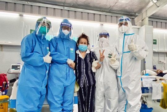 Hàng chục bệnh nhân Covid-19 nặng, nguy kịch ở TP HCM được xuất viện - Ảnh 1.