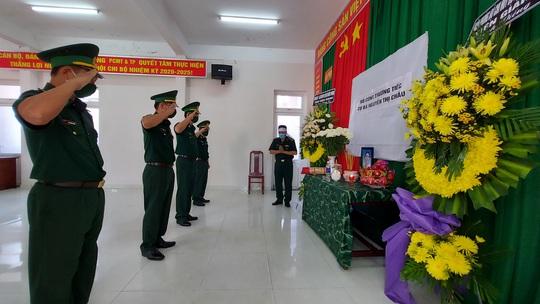 2 cán bộ biên phòng không về chịu tang mẹ vì nhiệm vụ chống Covid-19 - Báo Người lao động
