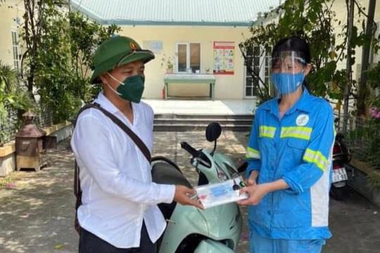 Được tặng 4 xe máy sau khi bị cướp, nữ lao công tặng lại 2 chiếc cho đồng nghiệp khó khăn - Ảnh 1.
